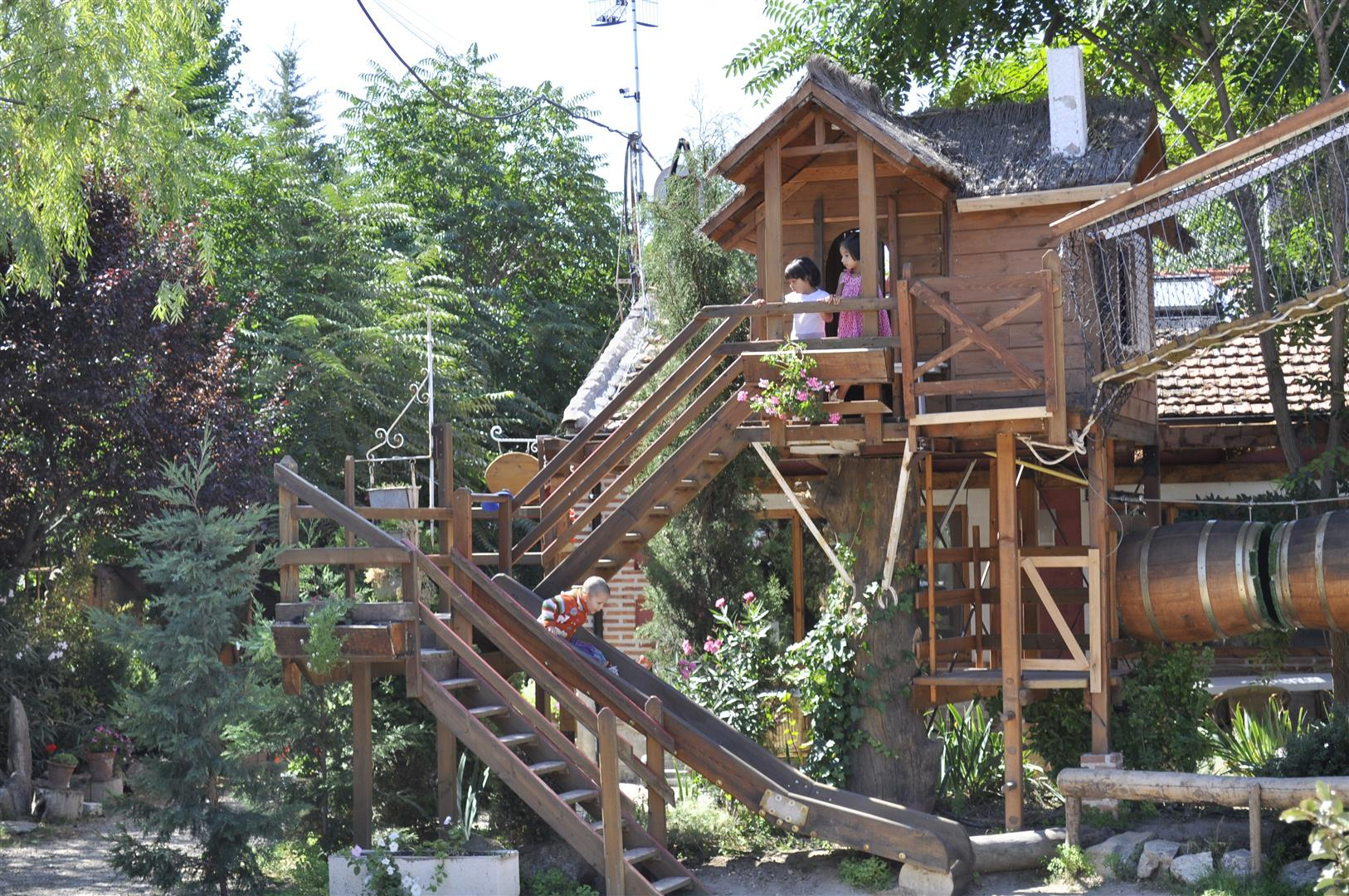 La casa del rbol casas rurales las cavas - Casas en los arboles girona ...