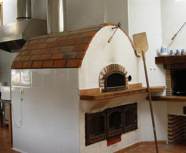 Restaurante casas rurales las cavas - Modelos de hornos de lena ...