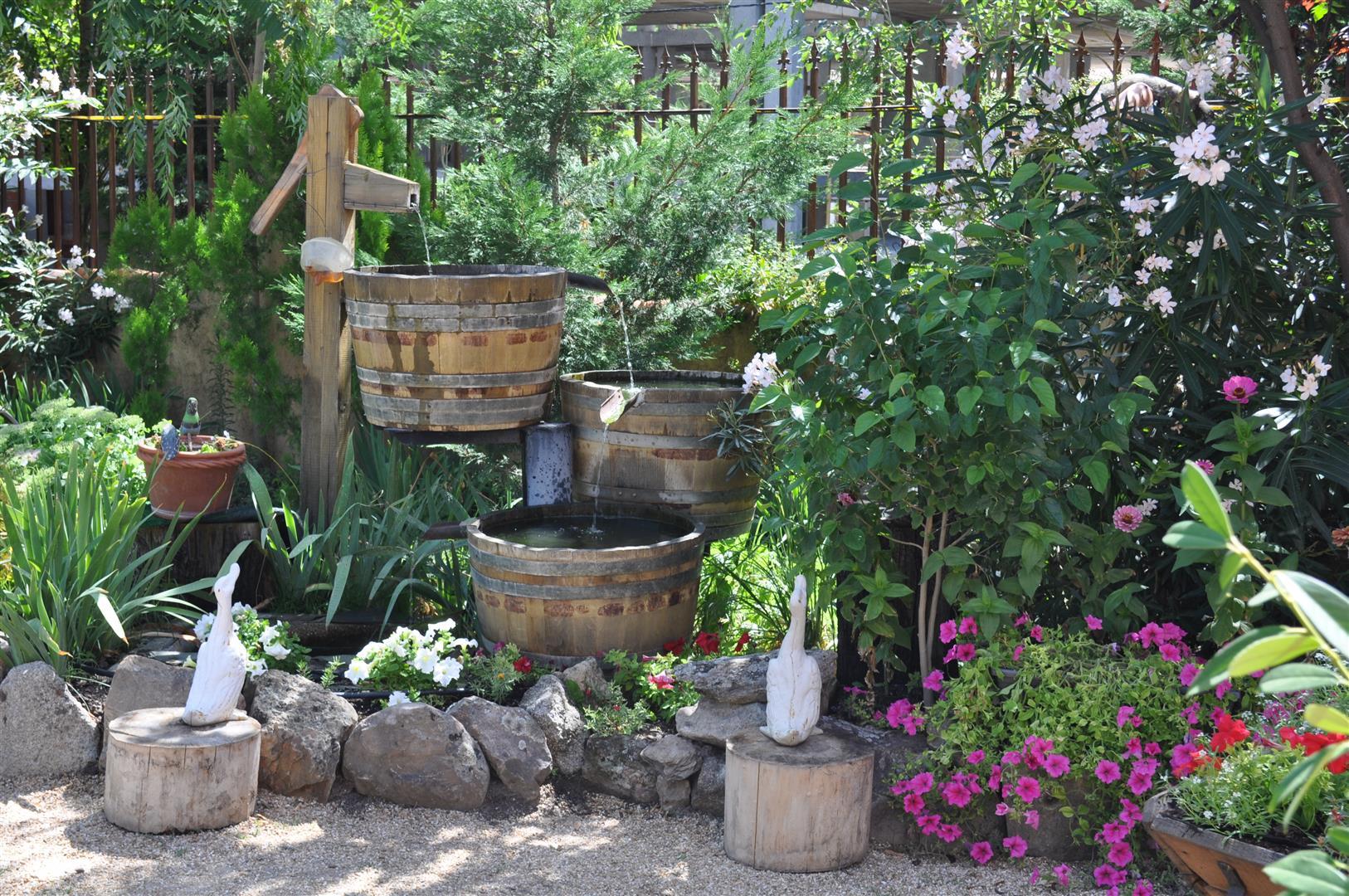Jardines casas rurales las cavas for Restaurante casa jardin