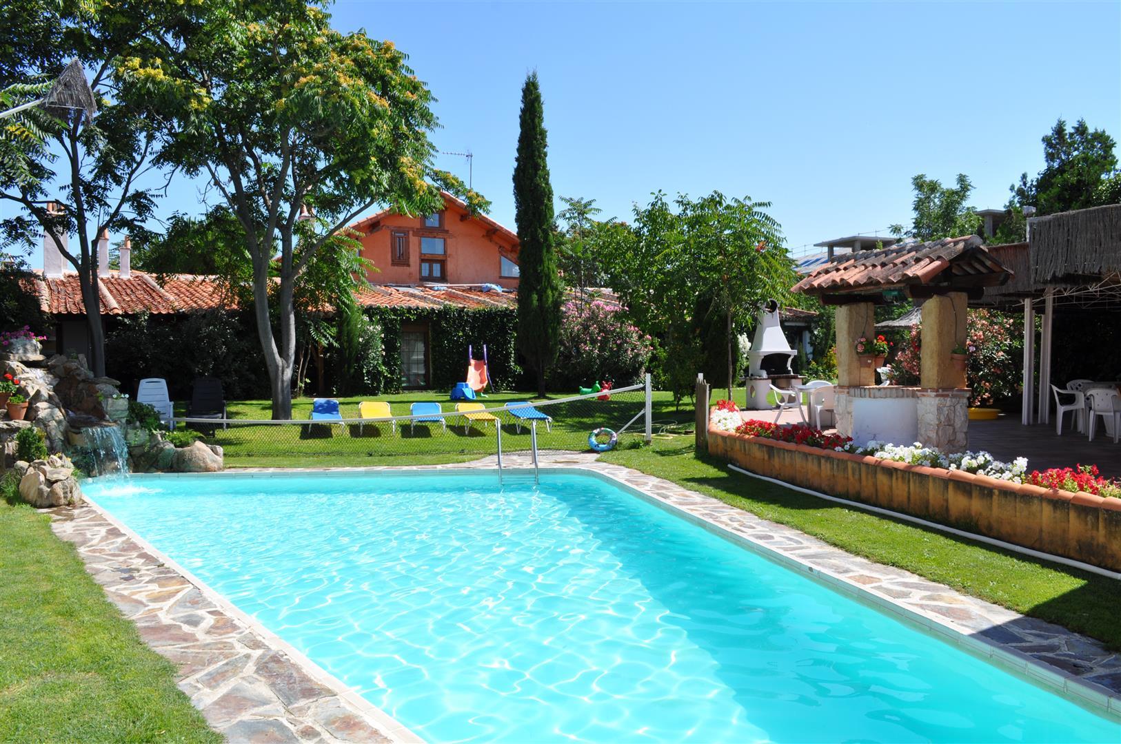 Fin de semana con piscina casas rurales las cavas for Casa con piscina fin de semana madrid