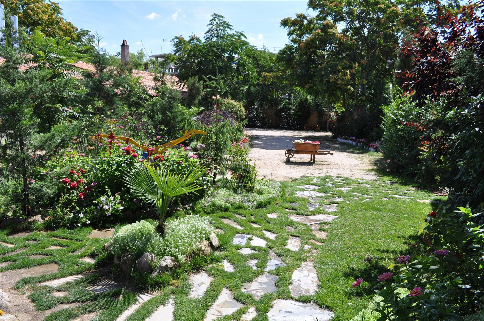 jardines casas rurales las cavas